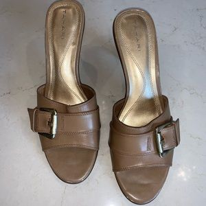 Tahari Belice  tan leather backless heel size 10
